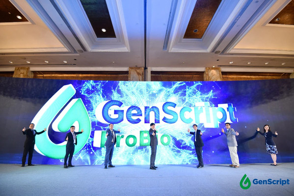 The GenScript ProBio core management team lit up the logo of ProBio