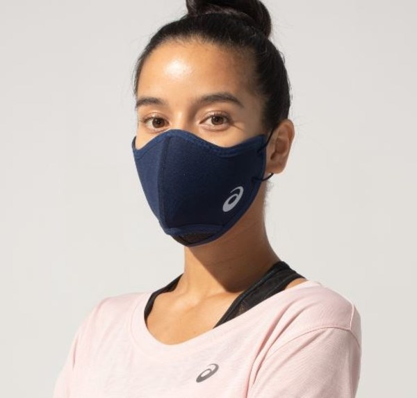 アシックスは、このたび、飛沫の拡散を抑えながら快適な呼吸ができるよう独自のテクノロジーを搭載したランナー向けマスク「ASICS RUNNERS FACE COVER(アシックスランナーズフェイスカバー)」を開発しました。