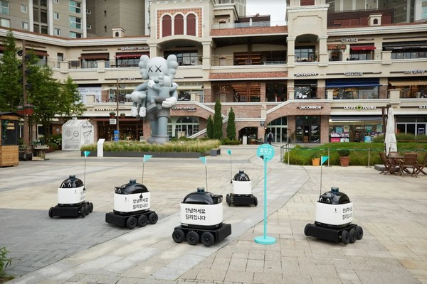 "Woowa Brothers Corp. (CEO Bomjun Kim), the mother company that runs ""Baedal Minjok"" (hereinafter Baemin) has started a delivery service using self-driving outdoor delivery robot, ""Dilly Drive,"" at ""Gwanggyo Alley Way,"" a multipurpose housing complex in Gwanggyo, Suwon city."