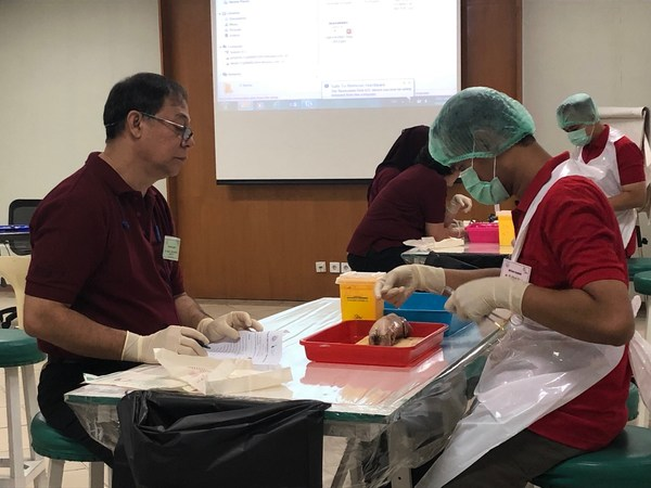 A participant did hands-on practice in Basic Surgical Skill course