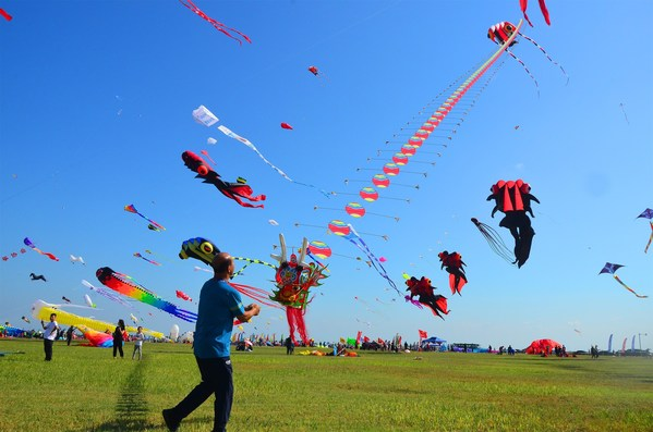 Players fly various creative kites at Weifang Binhai Economic and Technological Development Zone on September 26