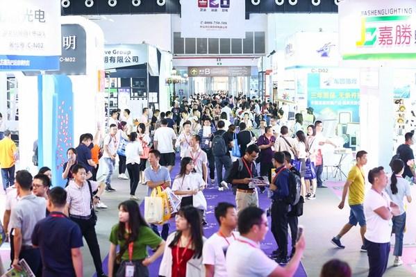 """线上线下促国际贸易 古镇灯博会同期举办""""全球买家采购行""""线上展"""
