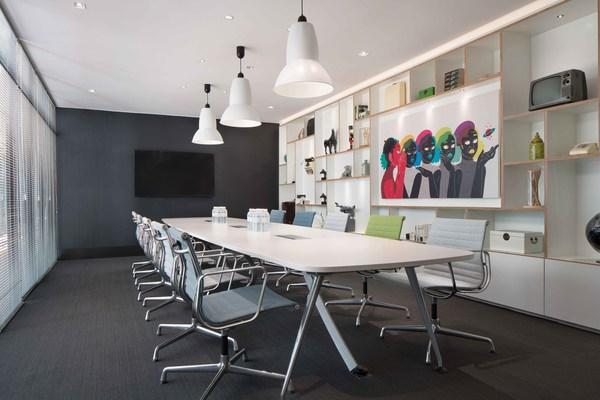 設計時尚的現代化會議室,滿足各類會議需求。