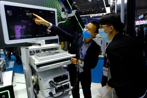 2020 CMEF医疗展现场,富士胶片展出支气管镜,可用于新冠等呼吸道传染病诊疗