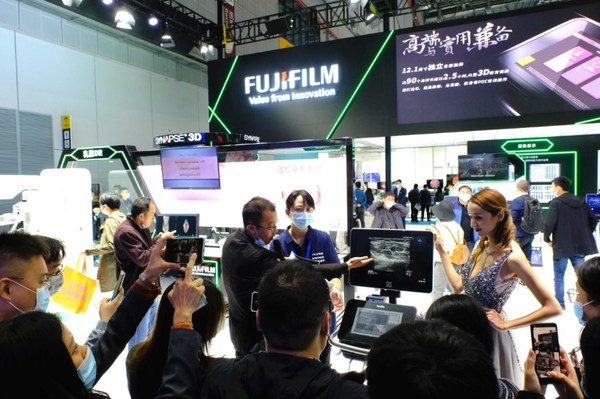 2020 CMEF医疗展现场,富士胶片全新版X-Porte彩色超声诊断系统发布会吸引众多观众
