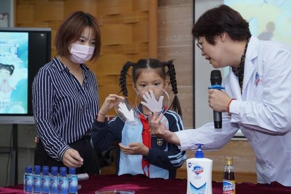 舒肤佳健康充电站洗手健康课落地南宁 将健康传递到校园