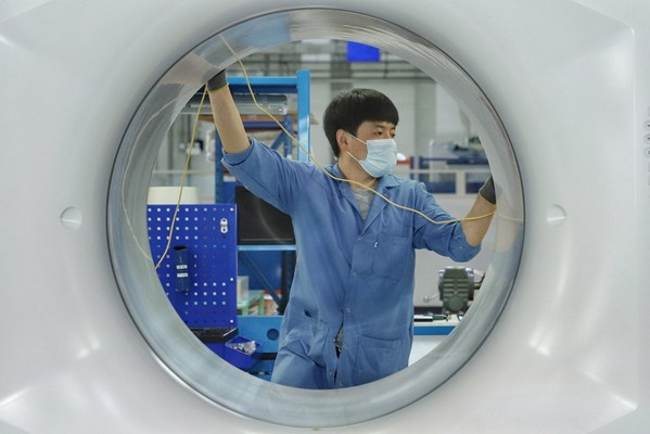 一台台中国智造的高端智能医用直线加速器在中国基地下线,发往全球51个国家和地区