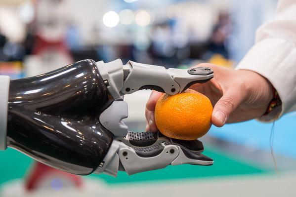 服务机器人记录:全球销售额增长32%