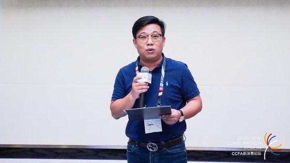BSiEE本涩创始人及董事长赵伟先生上台领奖并讲话