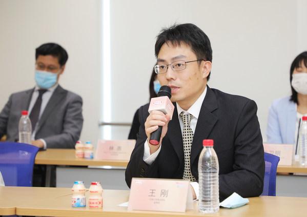 江南大学食品学院副教授王刚向媒体普及益生菌健康知识