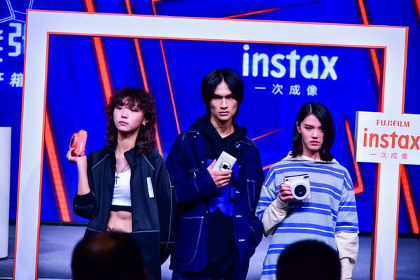 富士胶片(中国)在instax SQUARE SQ1新品发布会上,将影像与时尚相融合