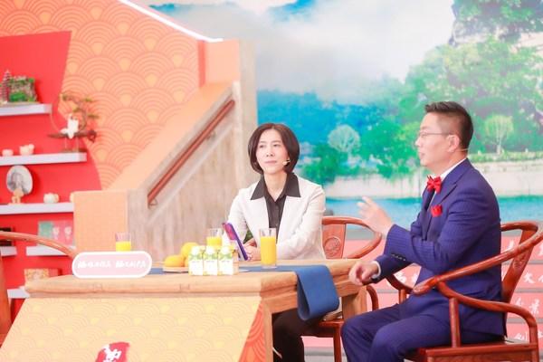 26日にライブストリーミングを通して現地の文化観光をネット市民にプロモートする忠県長のHuang Zuying氏