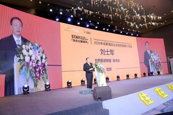 Liu Shijun, setiausaha agung World Tourism Alliance (WTA), menyampaikan ucapan di Persidangan Promosi Pelaburan Global Industri Hotel Chengdu 2020, pada 28 Okt.