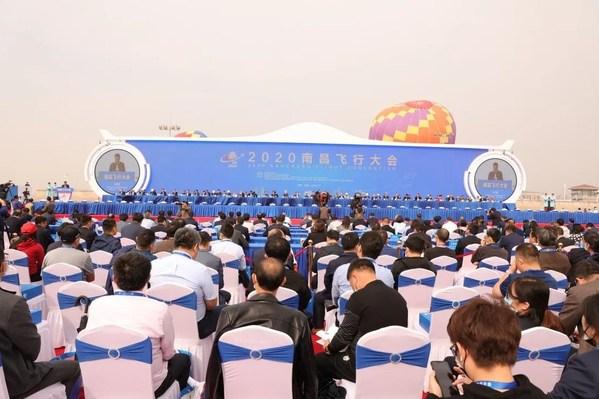 開幕式現場江西省領導及重要嘉賓共同推桿
