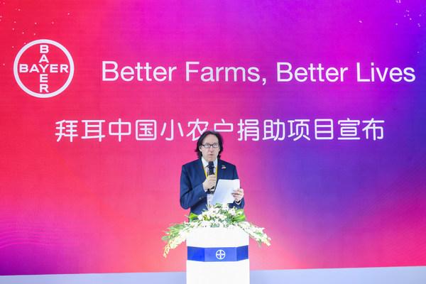 """第三届进博会,拜耳作物科学宣布""""Better Farms, Better Lives""""2021年中国小农户捐助计划,拜耳作物科学大中华区总经理Alfonso Alba先生致辞"""