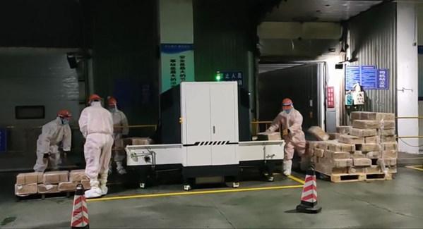 同方威视第二代冷链隧道式全方位自动消杀系统作业现场