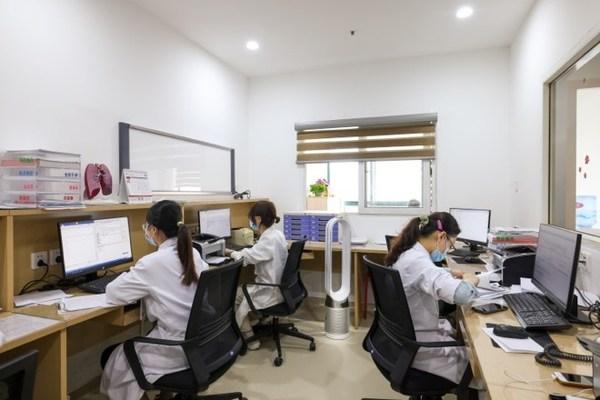 上海交通大学医学院附属瑞金医院使用Dyson Pure Cool(TM)空气净化风扇