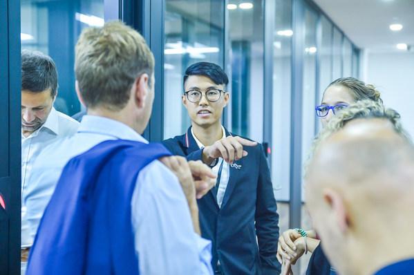 戴健进与海外青年创业者交流