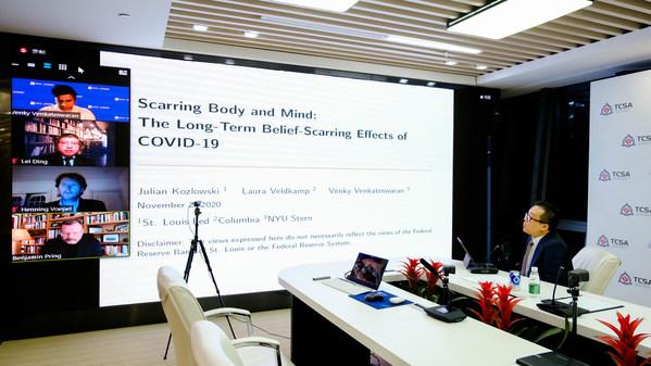 Phó chủ tịch TCSA, ông Howard Chang, chủ trì diễn đàn chính sách toàn cầu cấp cao với các tham luận viên từ NYU, Cognizant và Ngân hàng Dự trữ Liên bang