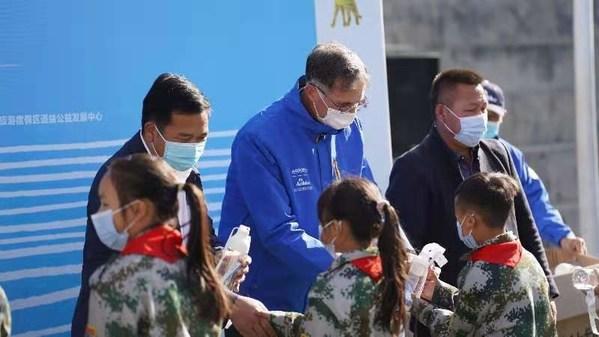 """""""净水计划""""为孩子们配备儿童安全水杯"""