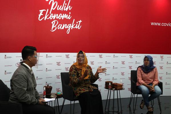 "Dialog Produktif dengan tema ""Pejuang Ekonomi Garis Depan Wirausahawan Usaha Mikro"" dalam rangka mendukung UMKM."