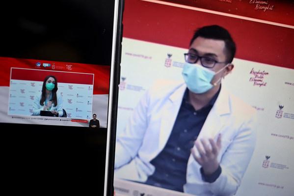 dr. Reisa Broto Asmoro dan dr. Gia Pratama Putra