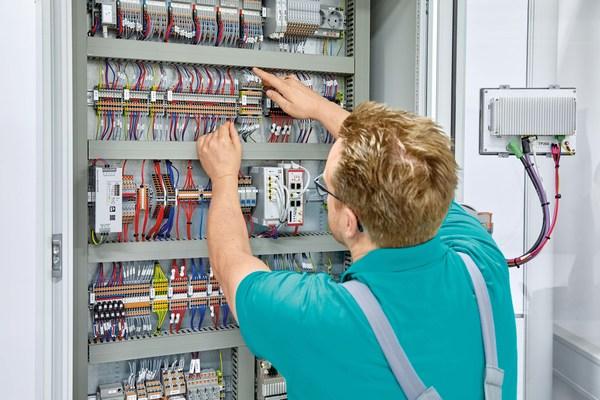アールエスコンポーネンツがフエニックス・コンタクトの制御キャビネットアプリケーション向け「COMPLETE line」シリーズ発売