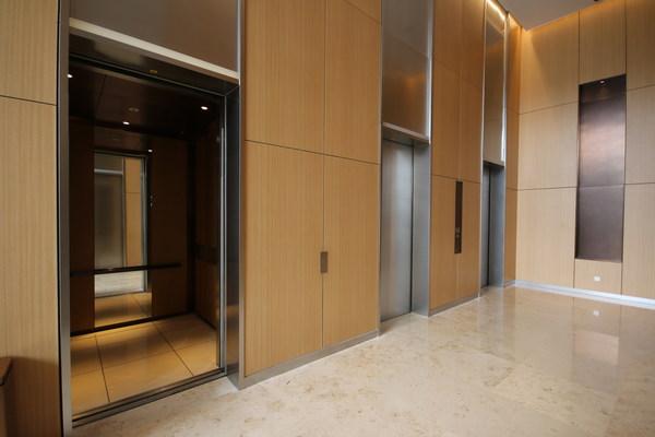 应用于深业上城的日立电梯