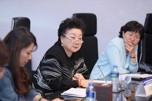 """国际社会活动家、中华文化海外传播大使侣海林女士主持""""科技创新中的女性力量""""圆桌会"""