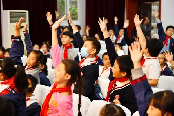 """""""雀巢健康儿童计划校园行""""项目提出了""""强健、快乐、安全""""的理念"""