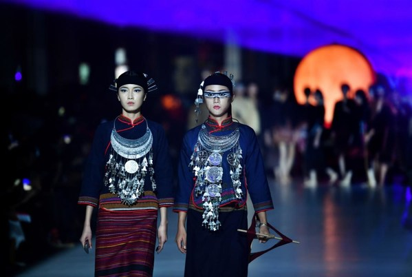 China's Hainan holds int'l culture week on brocade, embroidery