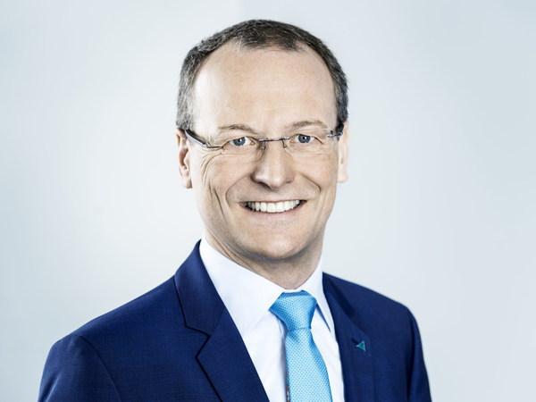 TUV莱茵集团首席执行官、北莱茵-威斯特法利亚州政府电动交通常设专家委员会成员富笔博士(Michael Fubi)