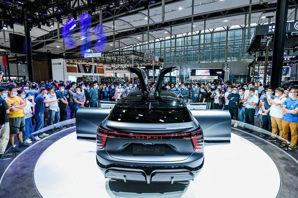 HiPhi Xは「シナリオに定義された設計、ソフトウエアに定義された車両、共同の創造に定義された価値」の基本理念に支えられ、スーパー電気自動車の世界に比類のない存在として参入する
