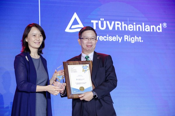 Daniel Lee, Vice President of TUV Rheinland Greater China Human Resources, attended the awarding ceremony and joined the open forum discussion as a panel speaker to share experience.