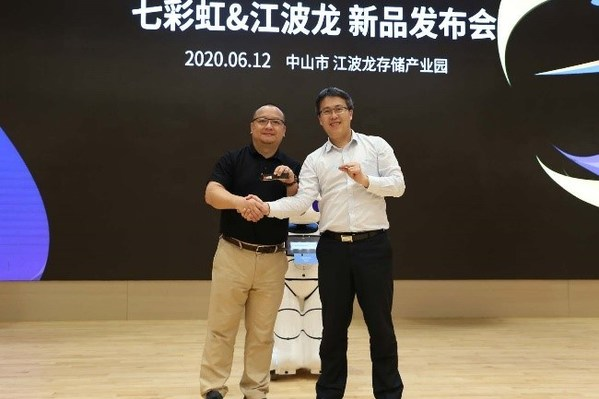 Chairman Wan and Chairman Cai jointly unveiled new products