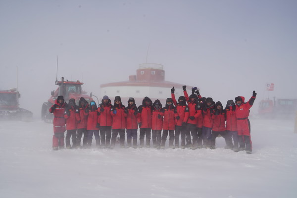 中国南极科考队身穿波司登羽绒服