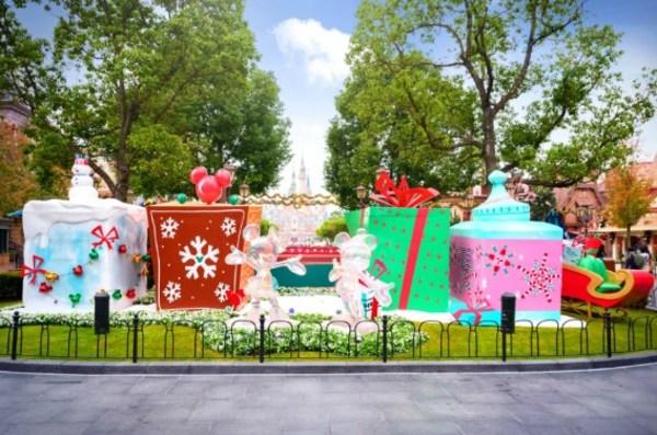 上海迪士尼度假区进入冬日奇境,开启温暖节庆季