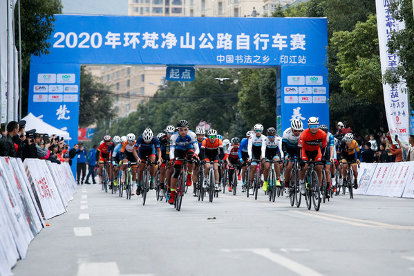The cyclists started from the starting point.