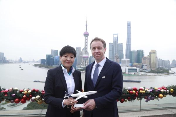 (Left) Janet Mi, Chief Representative China, Lufthansa Cargo AG & Christopher Pollard, CEO of DB Schenker Greater China