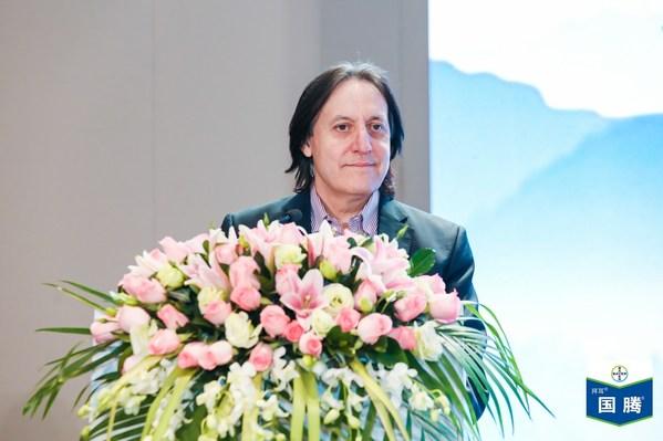 拜耳作物科学大中华区总经理Alfonso Alba在国腾®全国上市会现场致辞