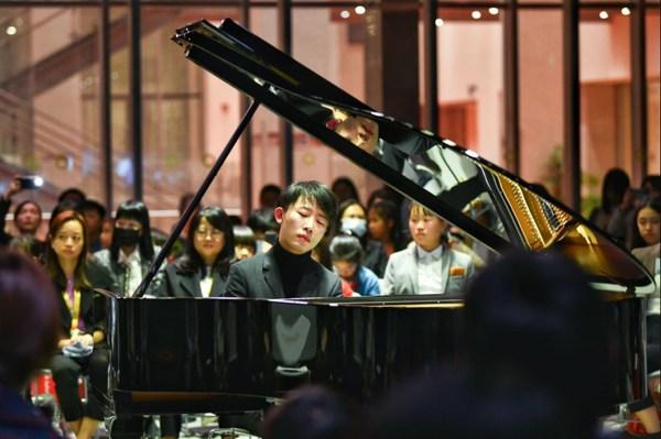 荟同冬季钢琴演奏会 国际钢琴家刘骥先生与荟同学生同台演奏