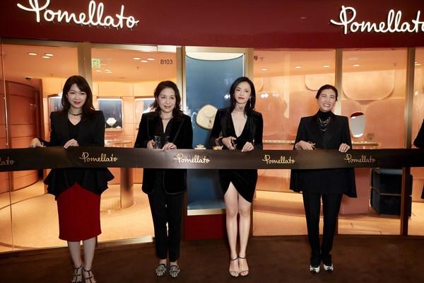 【从左至右:上海恒隆广场总经理张琳娜(Janice Cheung)女士、开云集团大中华区总裁蔡金青女士、知名演员姚晨女士、Pomellato宝曼兰朵亚太区总裁叶碧琪(Rebecca Ip)女士】