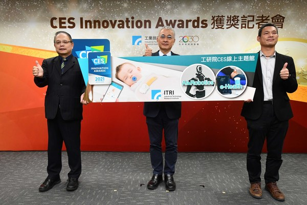 From left: General Director of ITRI's Service Systems Technology Center Dr. Jen-Chieh Cheng; ITRI Executive Vice President Dr. Pei-Zen Chang; Division Director of ITRI's Service Systems Technology Center Dr. Hong-Dun Lin.