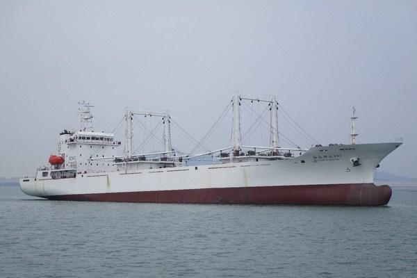 平潭海洋宣布由农业农村部批准建造的最大渔业辅助运输船及6艘鱿鱼钓船已开赴公海