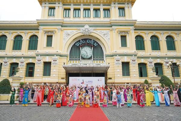 第7回ホーチミン市アオザイフェスティバルで「ベトナムのアオザイが好き」コンテスト