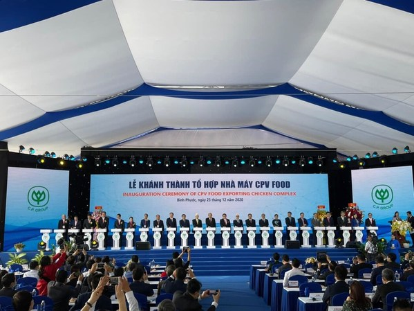 Permanent Deputy Prime Minister, Senior leaders and leaders of C.P.Vietnam Corporation press the opening button of the inauguration of CPV FOOD export chicken complex- Southeast Asia's largest exporting chicken complex factory