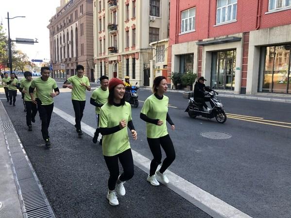 安踏线下训练营-跑者穿着创1.0跑鞋参与训练项目