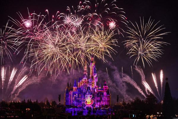 上海迪士尼度假区揭晓五周年庆典标志