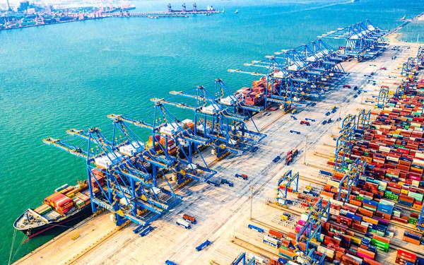 青島港無人化全自動埠頭システムが稼働中
