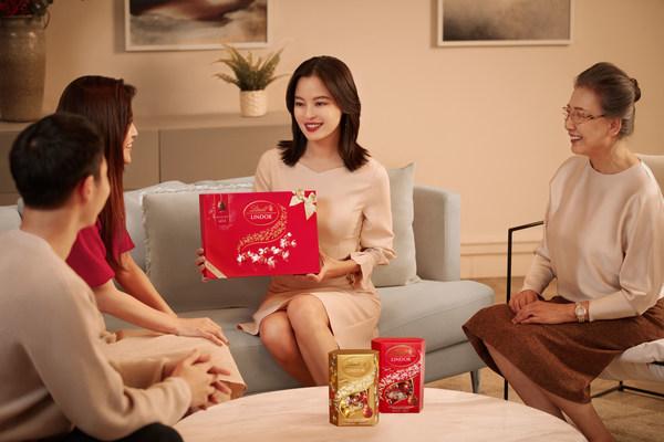 瑞士莲携手亚太区品牌代言人辛芷蕾送出融情祝福开启美好新年